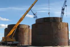 Одна из деятельностей завода ГСК «СтройТехМаш» (Москва) – ремонт и монтаж резервуаров