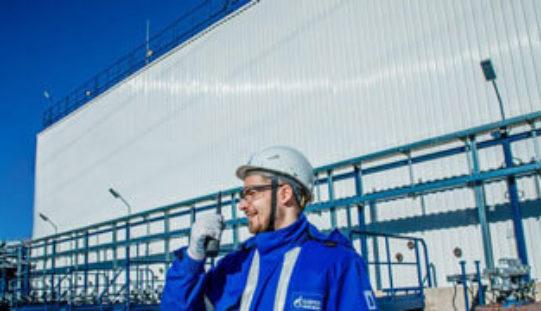 Резервуарный парк прямоугольной формы построен компанией «Газпромнефть»